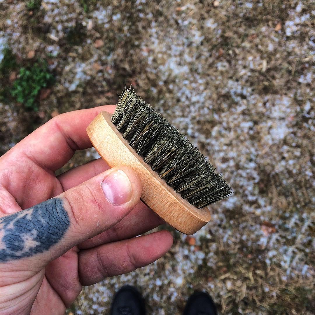 Карманная щетка для бороды