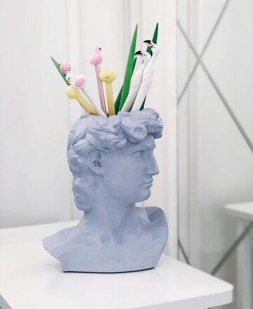 Блакитний арт-вазон Давид