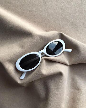 Білі окуляри №19