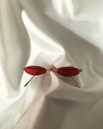 Червоні окуляри №11