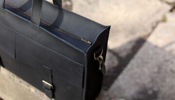 Чорна сумка B005