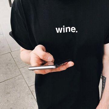 Чорна футболка Wine