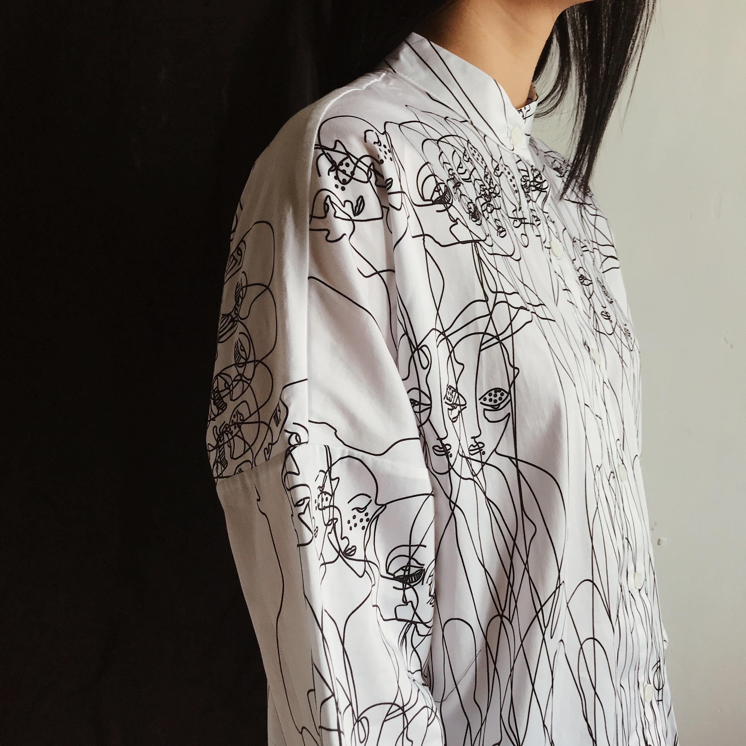 Біла сорочка з чорно-білим принтом Люди