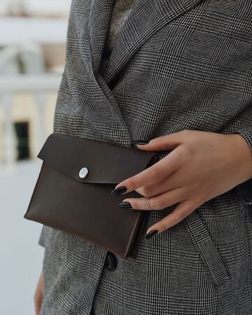 Темно-коричнева сумка