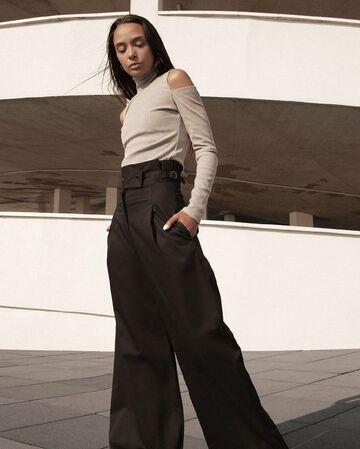 Чорні брюки