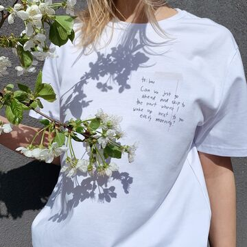 Біла унісекс футболка Can We
