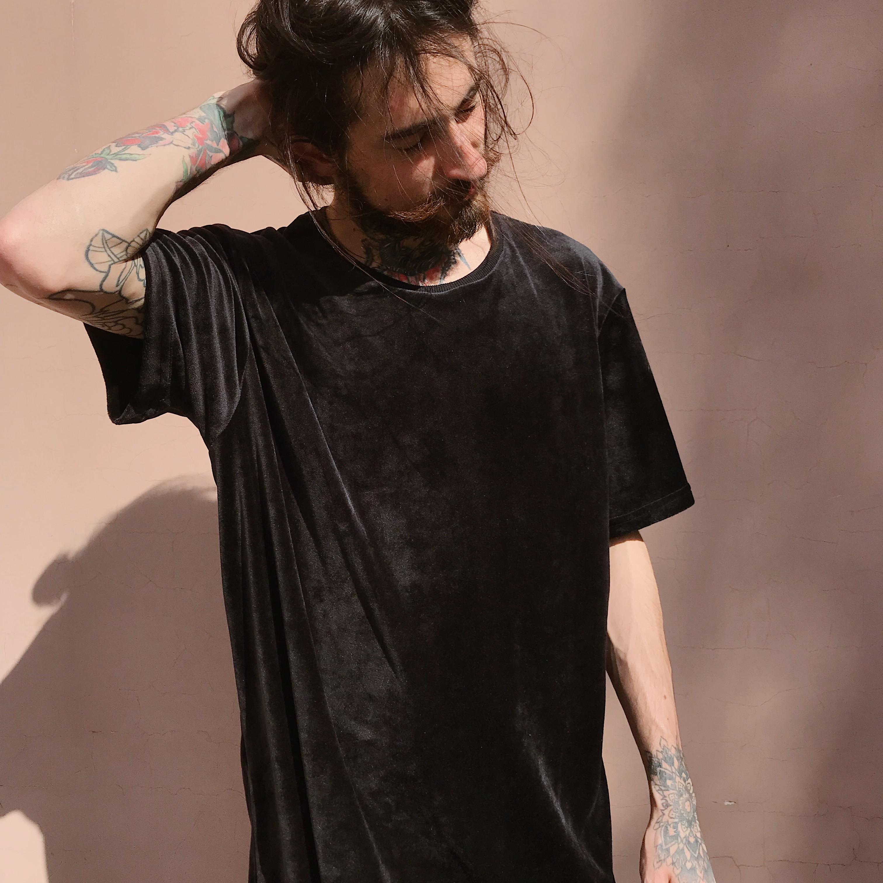 Чорна велюрова футболка