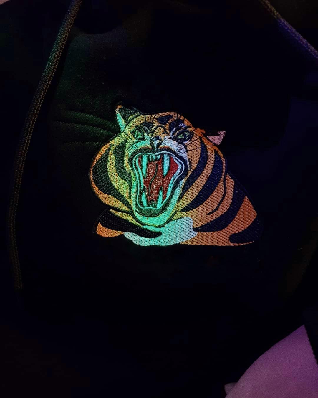 Чорне худі Тигр