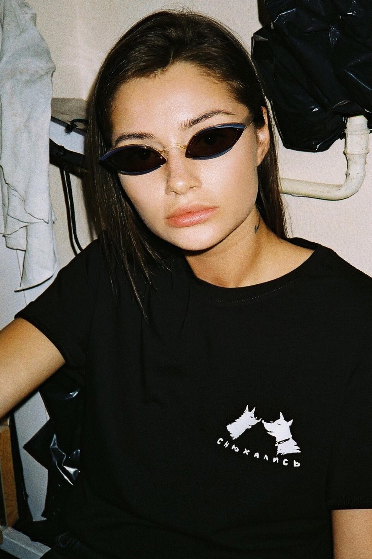 Чорна футболка Снюхались