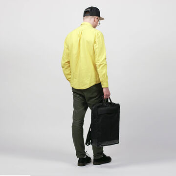 Чорна сумка-рюкзак Кройцберг