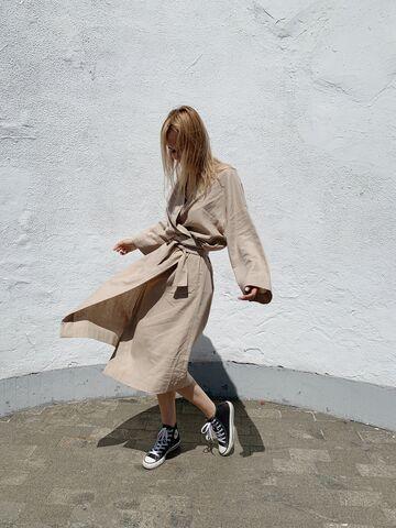 Темно-бежевий халат-кімоно з поясом