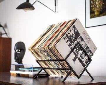 Чорна полиця-дисплей для платівок Ромб