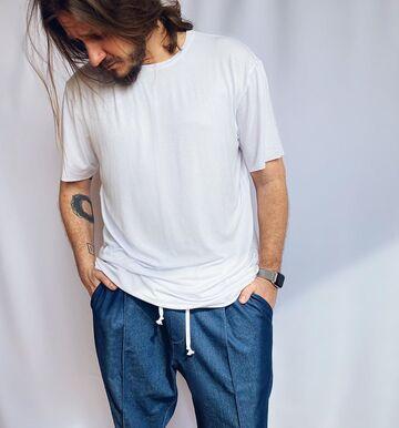 Біла футболка з віскози