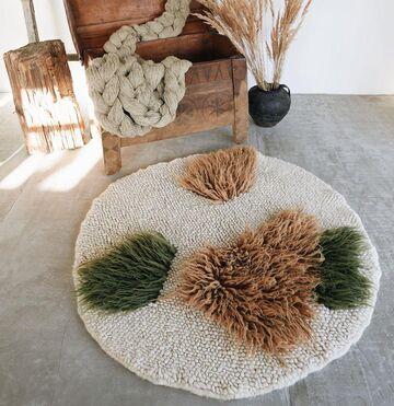 Круглий бежевий килим
