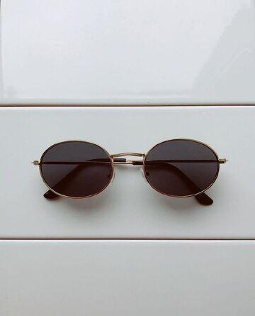 Чорні окуляри з золотою оправою №26