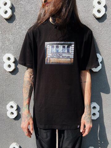 Чорна футболка Искусство Требует