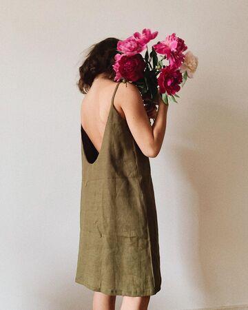 Лляна сукня кольору хакі