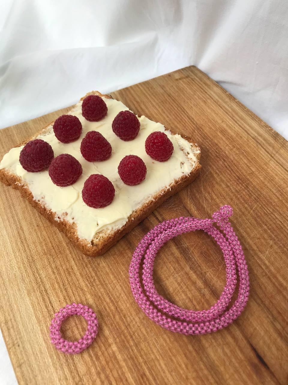 Рожевий об'ємний браслет з бісеру