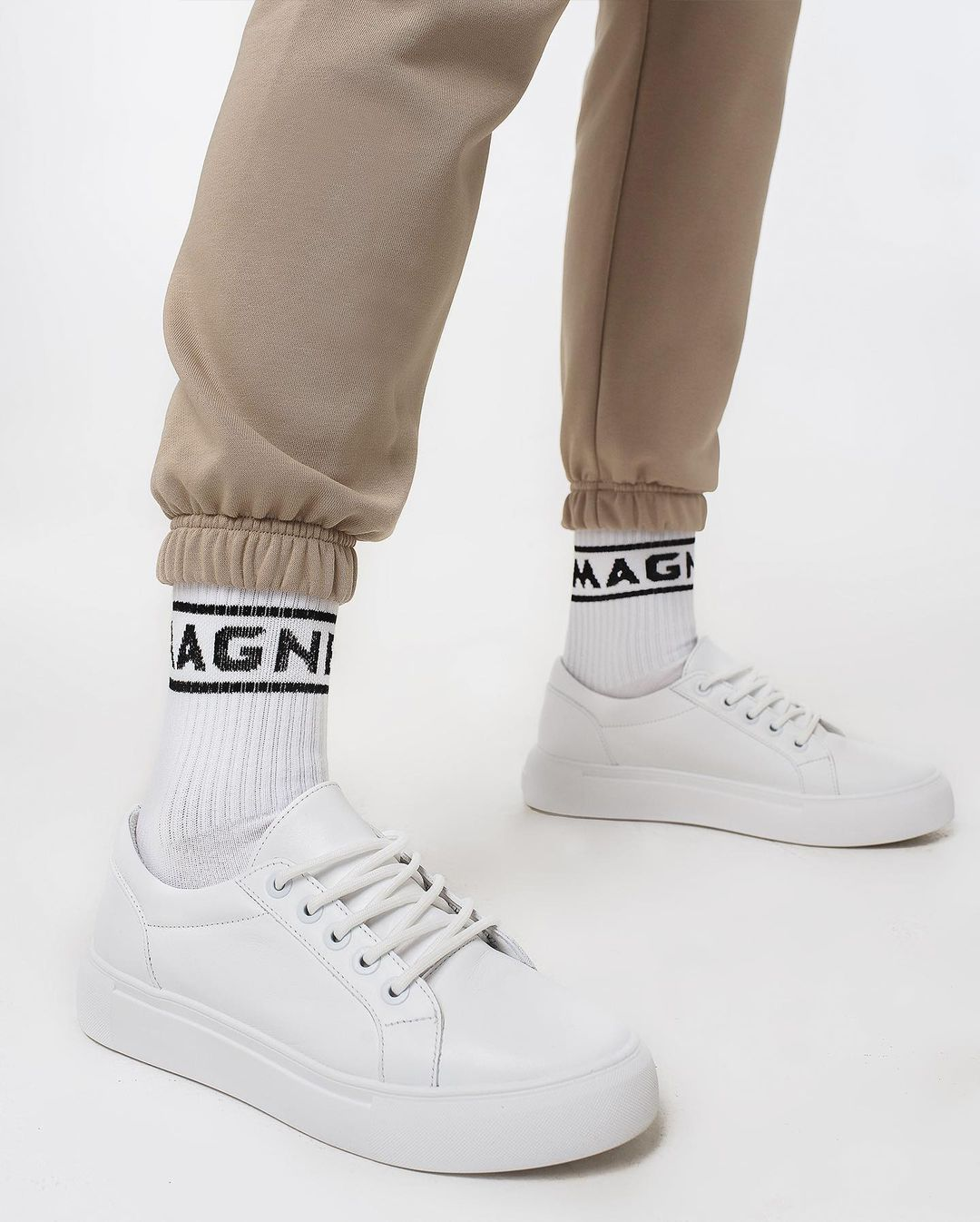 Білі шкарпетки MAGNETIC