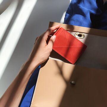 Червоний гаманець з зажимом для грошей