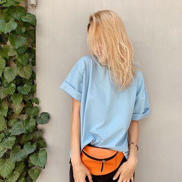 Блакитна футболка