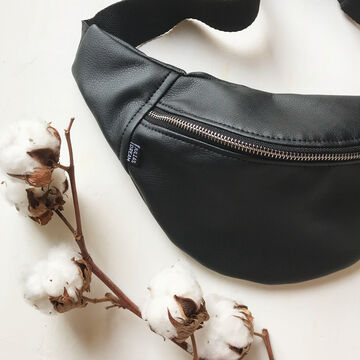Чорна матова поясна сумка